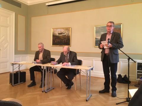 Sekreterare Anders Hjertén, hedersordförande Kjell Fredriksson och ordförande Björn Sandborgh