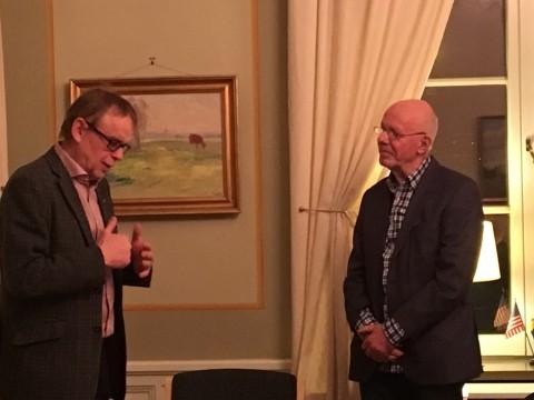 Björn Sandborgh tackade Kjell Kvarnevik för hans insatser i styrelsearbetet